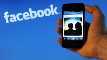 Facebook condivide dati con big mobile